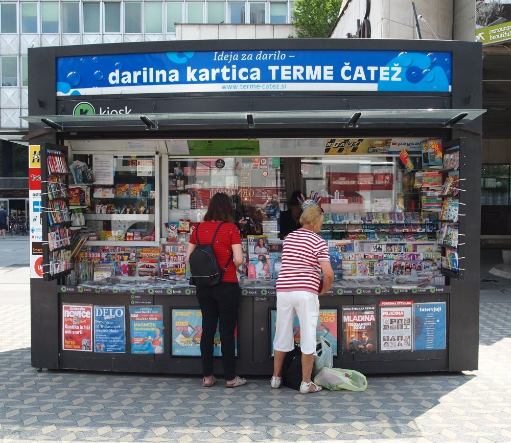 JL Flanner - newspaper stall on slovenska july 2018.jpg