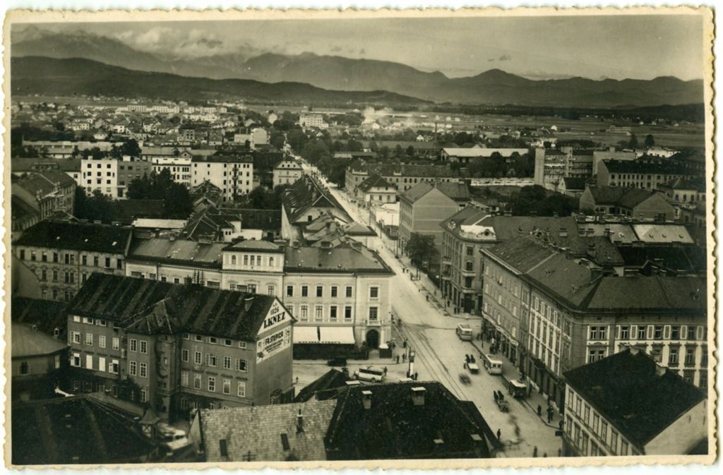 See page for author [Public domain], via Wikimedia Commons - Postcard_of_Nebotičnik_view_1933.jpg