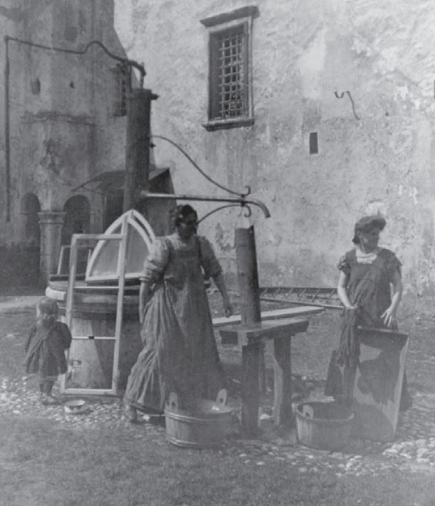 poor people at the well lj castle.JPG