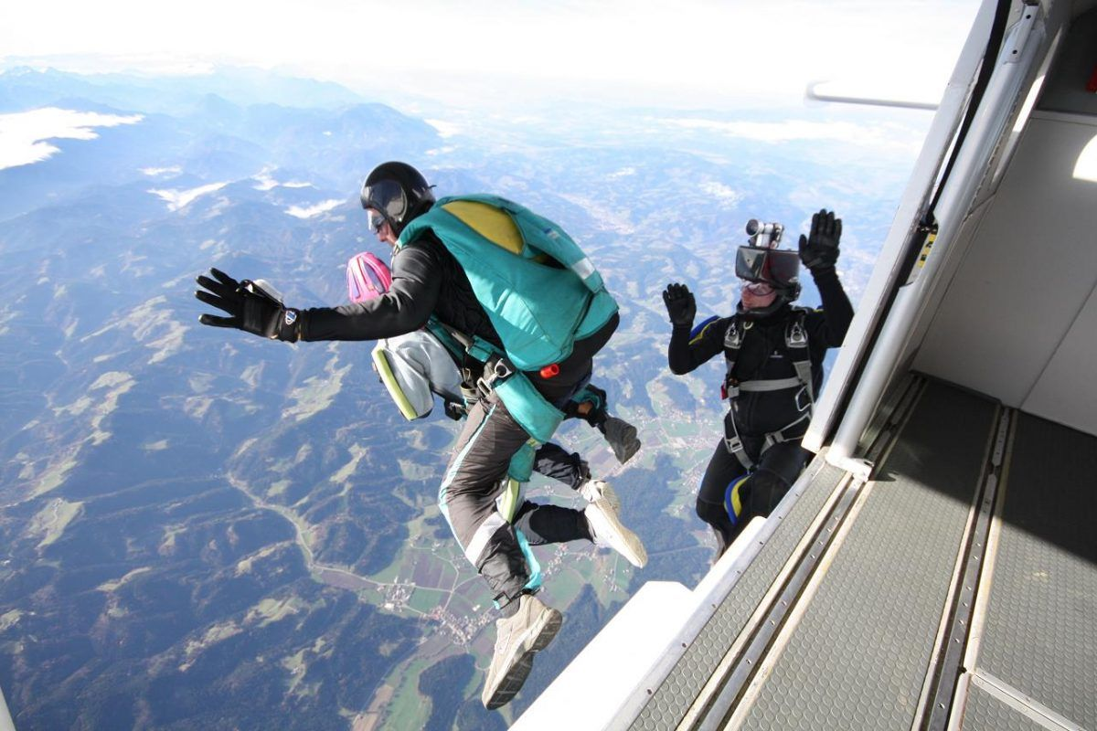 skydiving_parachuting_jump_airplane_bovec_slovenia_kata8.jpeg