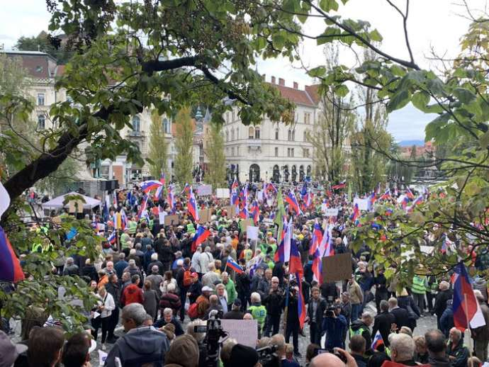 "Right-Wing ""Yellow Vests"" Rally in Ljubljana to ""Save Slovenia"""
