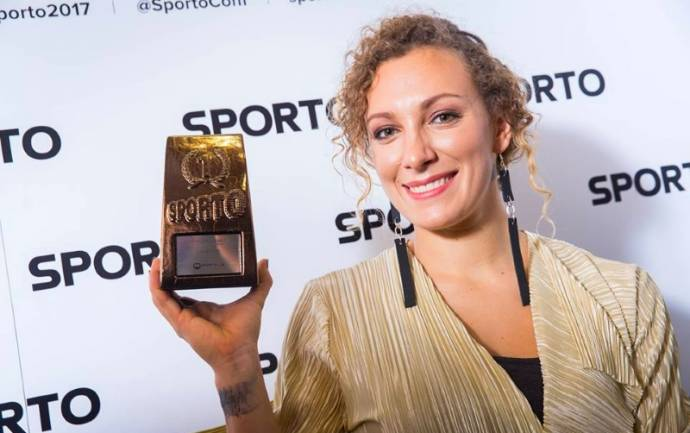 Štuhec shows off her award for Best Woman's Sport's Brand in Slovenia