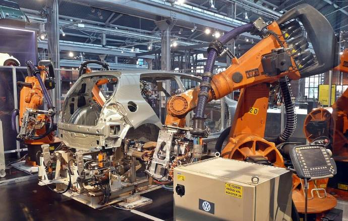 Slovenia Ranks 7th in World For Use of Auto Industry Robots