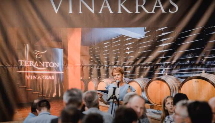 Minister Pivec on a visit to Vinakras