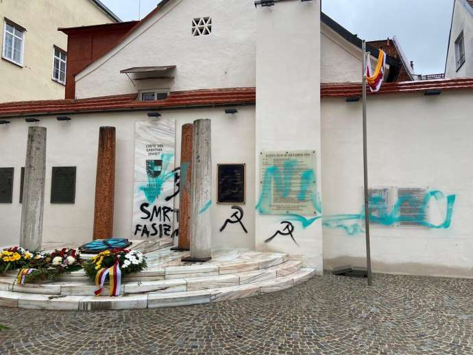"Janša Condemns ""Death to Fascism"" Graffiti on Klagenfurt Monument to Carinthian Unity"