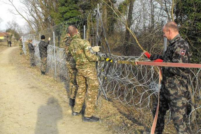 The Slovenian Army putting up a border fence in 2016