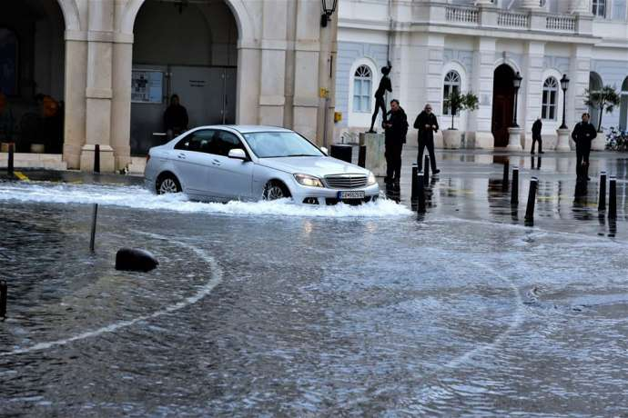 Piran, Izola & Koper Flooded Due to Rain, Full Moon (Videos)