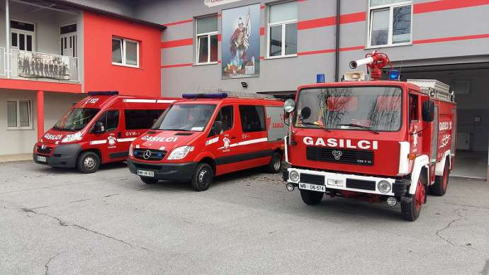 Survey: Slovenians Trust Firefighters the Most, Politicians & Priests Least