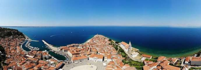 Mayor of Piran Explains Old Letters to Trump, Pope & Others, as Budget Finally Passes